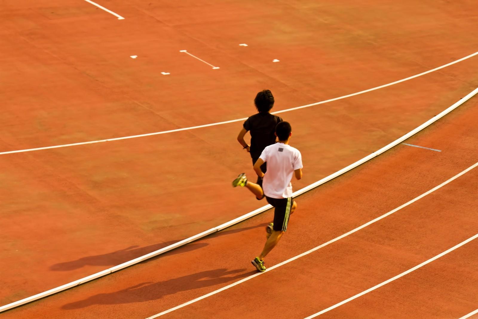 【1500m走の練習方法】元陸上部が教える5分切るためのコツ